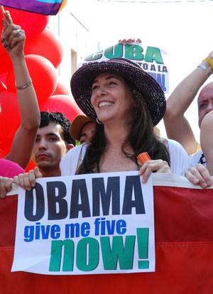 A sexóloga Mariela Castro, filha de Raul Castro, em marcha contra homofobia em Cuba (Foto: AFP)
