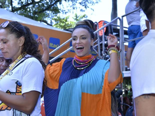 Suzana Pires no trio de Ivete Sangalo (Foto: Elias Dantas/Ag. Haack)