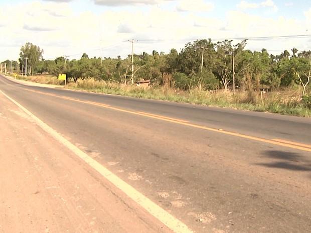 Motorista da caminhonete tentou fugir em alta velocidade pela a BR-316 (Foto: Reprodução/TV Mirante)