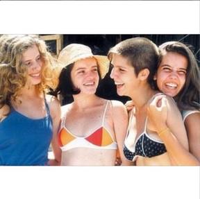 Daniele Valente, Giordana Góes, Maria Mariana e Deborah Secco em 'Confissões de Adolescente' (Foto: Reprodução Instagram)