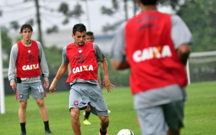 Atlético-PR treina no CT do Caju (Foto: Gustavo Oliveira/ Site oficial Atlético-PR)