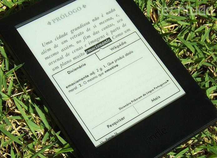 Kindle oferece recursos para dicionário e busca no Wikipédia (Foto: Barbara Mannara/TechTudo)