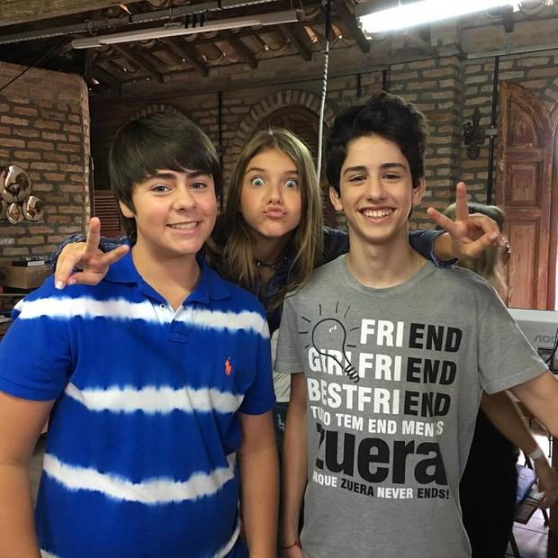 Giulia Nassa grava ao lado de Jackson Antunes e Gabriel Sater (Foto: Fernanda Nassa/Divulgação)