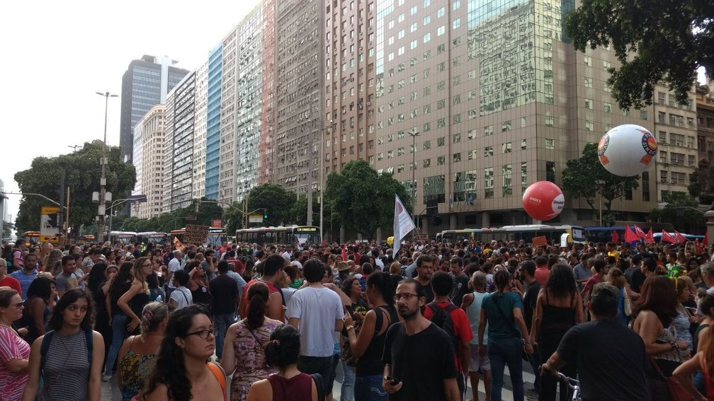Manifestantes fazem ato no Centro do Rio contra a reforma da previdência (Foto: Nicolás Satriano)