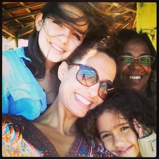 Camila Pitanga com a filha e a enteada (Foto: Instagram/ Reprodução)