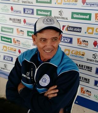 Paulo Roberto Santos, técnico do São Bento (Foto: Emilio Botta)