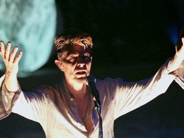 David Bowie faz show como atração principal do evento MGD Blind Date no Teatro Vic em Chicago, nos EUA, em setembro de 1997 (Foto: Sue Ogrocki/Reuters/Arquivo)