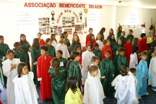 Associação dá novas perspectivas e oportunidades para crianças carentes (Foto: Divulgação)