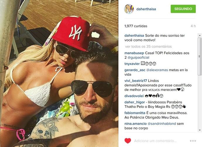 Thaísa banho de sol namorado (Foto: Reprodução Instagram)