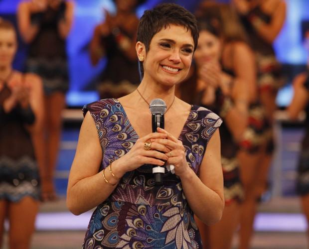 Sandra Annenberg não contém as lágrimas durante o 'Arquivo' (Foto: Domingão do Faustão / TV Globo)