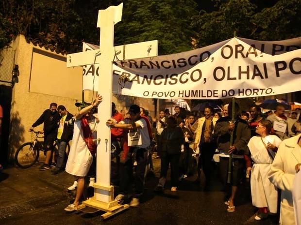 Protesto ocupava Rua Von Martius às 19h35 (Foto: Ardilhes Moreira /G1)