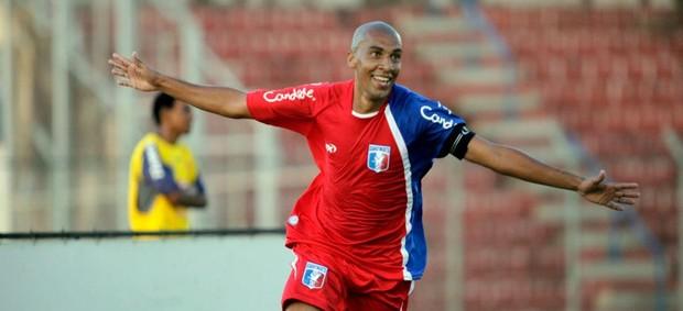 Renato Peixe comemora gol do Guaratinguetá contra o São Carlos (Foto: Fábio Rubinato/ Divulgação Guaratinguetá)