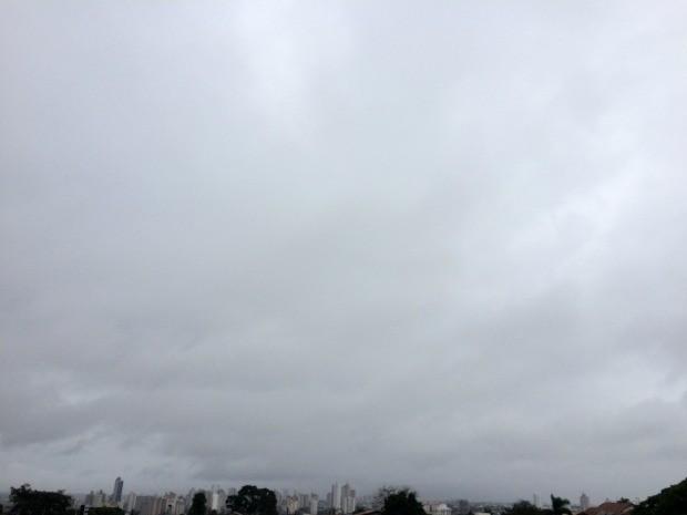 Céu de Campo Grande na tarde desta terça-feira (7) (Foto: Maria Caroline Palieraqui/G1 MS)