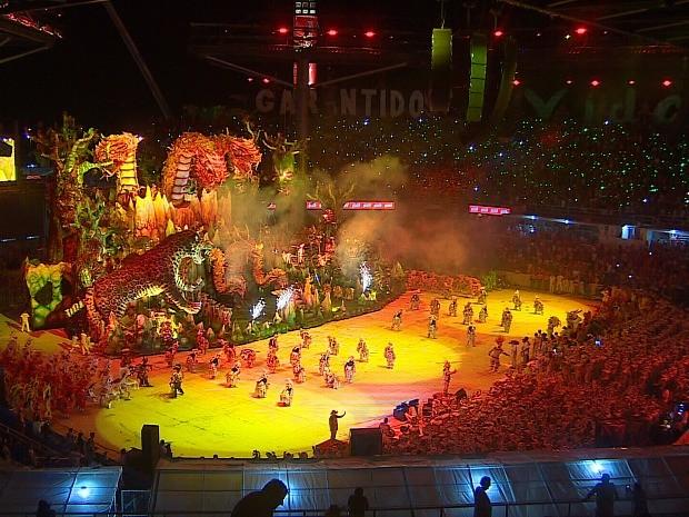 Garantido encenou um ritual indígena na arena (Foto: Reprodução/Rede Amazônica)