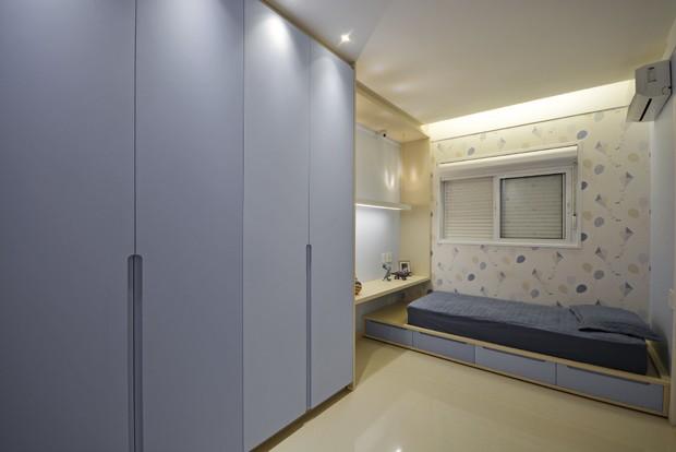 quarto-criança-menino-armário-cama-papel-parede (Foto: Marcus Camargo/Divulgação)
