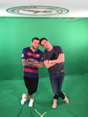 Falcão e Daniel Alves em encontro durante torneio no Kuwait (Foto: Arquivo Pessoal/ Falcão)
