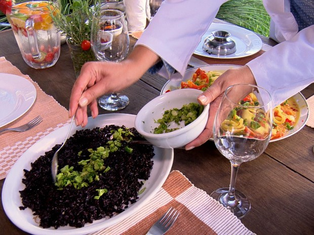 Saiba como preparar arroz preto com brócolis (Grep) (Foto: Reprodução Globo Repórter)