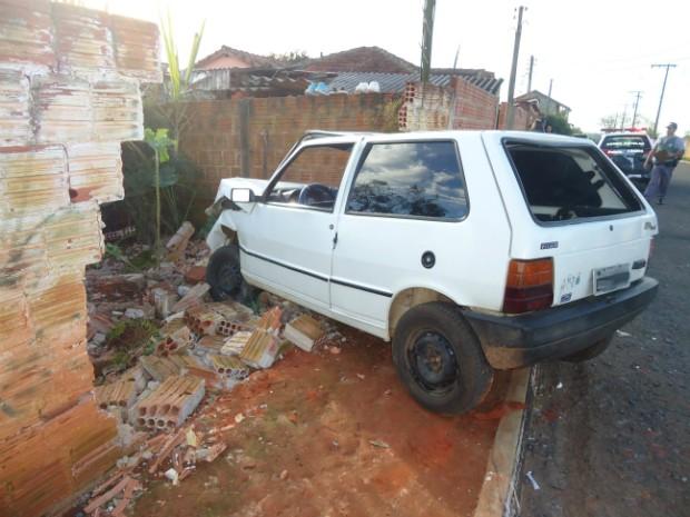 Carro bate em muro em Capão Bonito (Foto: Divulgação / King Tallarico)