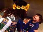 Juliana Paes não se abala com derrota do Brasil e curte o filho