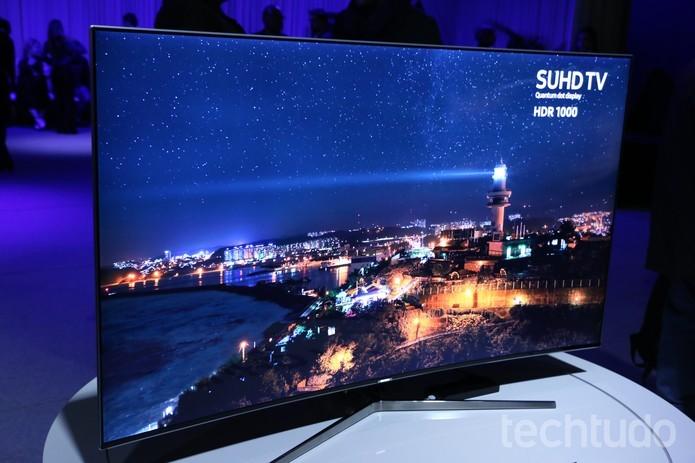 Modelo da Samsung traz tela curva e resolução 4K (Foto: Luciana Maline/TechTudo)