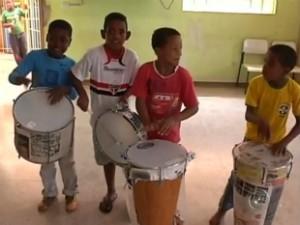 Crianças na Comunidade do Quilombo do Jaó em Itapeva (Foto: Reprodução/ TVTEM)