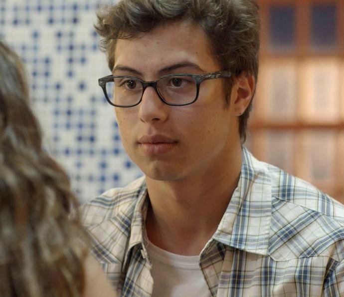 Filipe não dá uma boa notícia para Nanda (Foto: TV Globo)