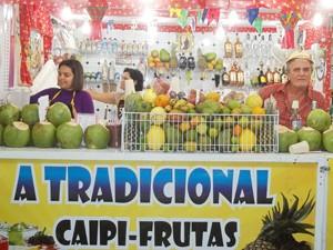 Jerôncio é um dos vendedores que arrecada uma renda extra durante o São João de Campina Grande (Foto: Rafael Melo/G1)