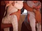 Flávia Sampaio posta foto estranha em que só mostra o corpo do filho