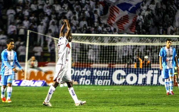 Reinaldo comemoração jogo Paraná x Paydandu (Foto: Joka Madruga / Agência Estado)