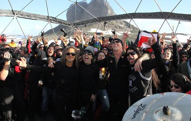 Metallica ao fim da apresentação na Antártida (Foto: Divulgação/Facebook/Metallica)