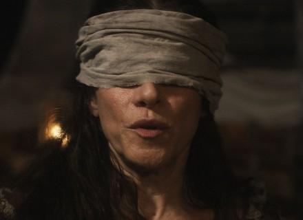 Elvira é raptada por piratas