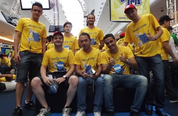 Eles trabalham no setor de TI juntos e se conhecem há seis anos (Foto: Marcos Lavezo / G1)