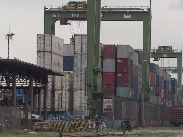 Sonegação envolvia mercadorias importadas que saiam pelo Porto de Santos (Foto: Reprodução/TV Tribuna)