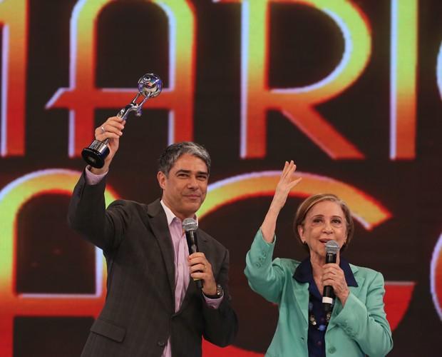 William se emociona ao receber Troféu Mário Lago (Foto: Carol Caminha / Gshow)