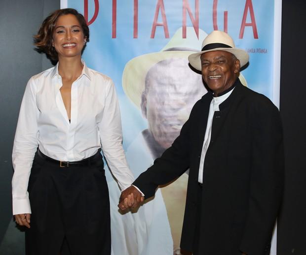 Camila Pitanga e o pai, Antônio Pitanga (Foto: Thiago Duran/AgNews)