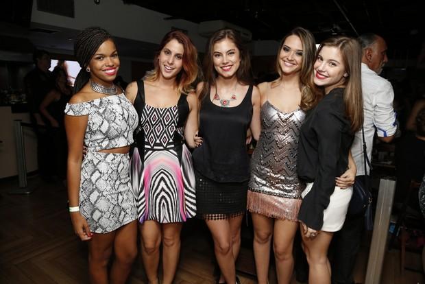 Jeniffer Nascimento, Ana Rios, Bruna Hamú e Alice Wegmann no aniversário de Juliana Paiva (Foto: Felipe Assumpção / AgNews)