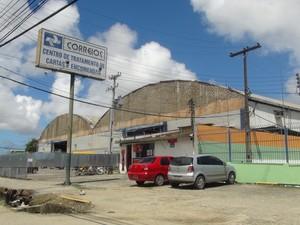 Centro de Tratamento de Cartas e Encomendas sofre com estrutura física (Foto: Lucas Leite/G1) (Foto: Lucas Leite/G1)