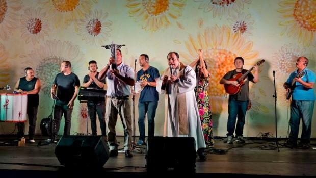 Roda de samba do padre também animou a edição do Programão (Foto: Divulgação/ Globo)