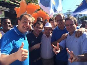 Cabral e Eduardo Paes acompanharam governador durante caminhada (Foto: Janaína Carvalho/G1)