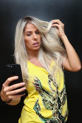 Adriane Galisteu exibe novo visual em salão de beleza em São Paulo (Foto: Manuela Scarpa/ Brazil News)