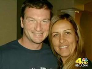Bruce Beresford-Redman e Monica em foto de álbum de família. (Foto: Reprodução/NBC)