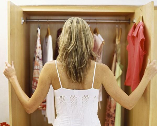 Organizar o closet é essencial para facilitar o dia a dia (Foto: Thinkstock)