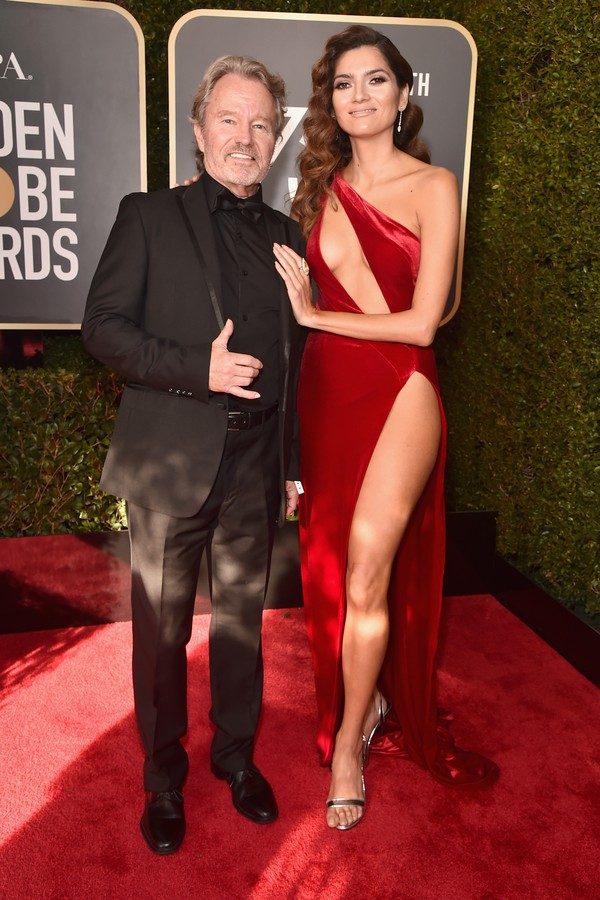 BEVERLY HILLS, CA - JANUARY 07: Actors John Savage (L) and Blanca Blanco attend The 75th Annual Golden Globe Awards at The Beverly Hilton Hotel on January 7, 2018 in Beverly Hills, California.  (Photo by Alberto E. Rodriguez/Getty Images) (Foto: Getty Images)