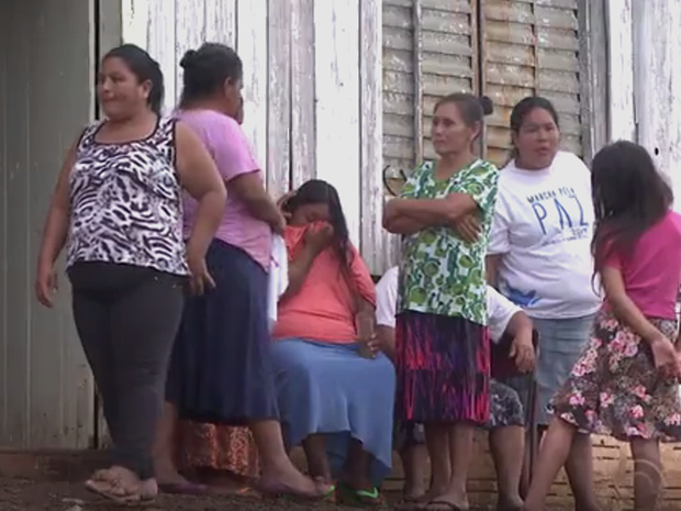 Corpo de menino indígena foi enterrado nesta sexta na aldeia Condá, em Chapecó (Foto: Reprodução/RBSTV)