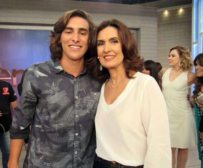 A apresentadora com o ator de 'Malhação', Bruno Montaleone  (Foto: Priscilla Massena/Gshow)