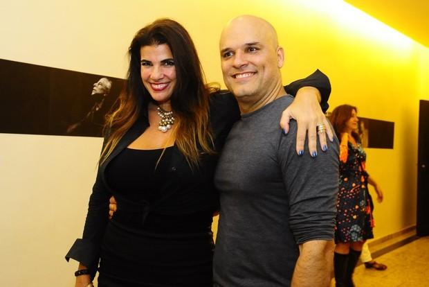 A atriz Luciana Coutinho com o marido (Foto: Roberto Teixeira/EGO)