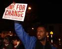 Tempo de mudança: torcida do Arsenal protesta contra Wenger