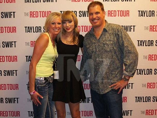 Taylor Swift sofre assédio sexual no camarim (Foto: Reprodução/TMZ)