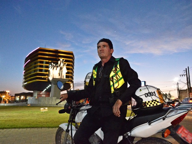 Sebastião Costa é o primeiro mototaxista de Campina Grande, na Paraíba (Foto: Artur Lira/G1)