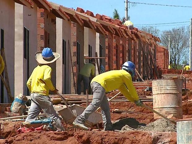 Falta mão de obra qualificada para a construção civil na região de Mococa e Vargem Gande do Sul. (Foto: Ely Venâncio/EPTV)